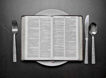 کتابخواری - مطالعه همراه با درک مطلب