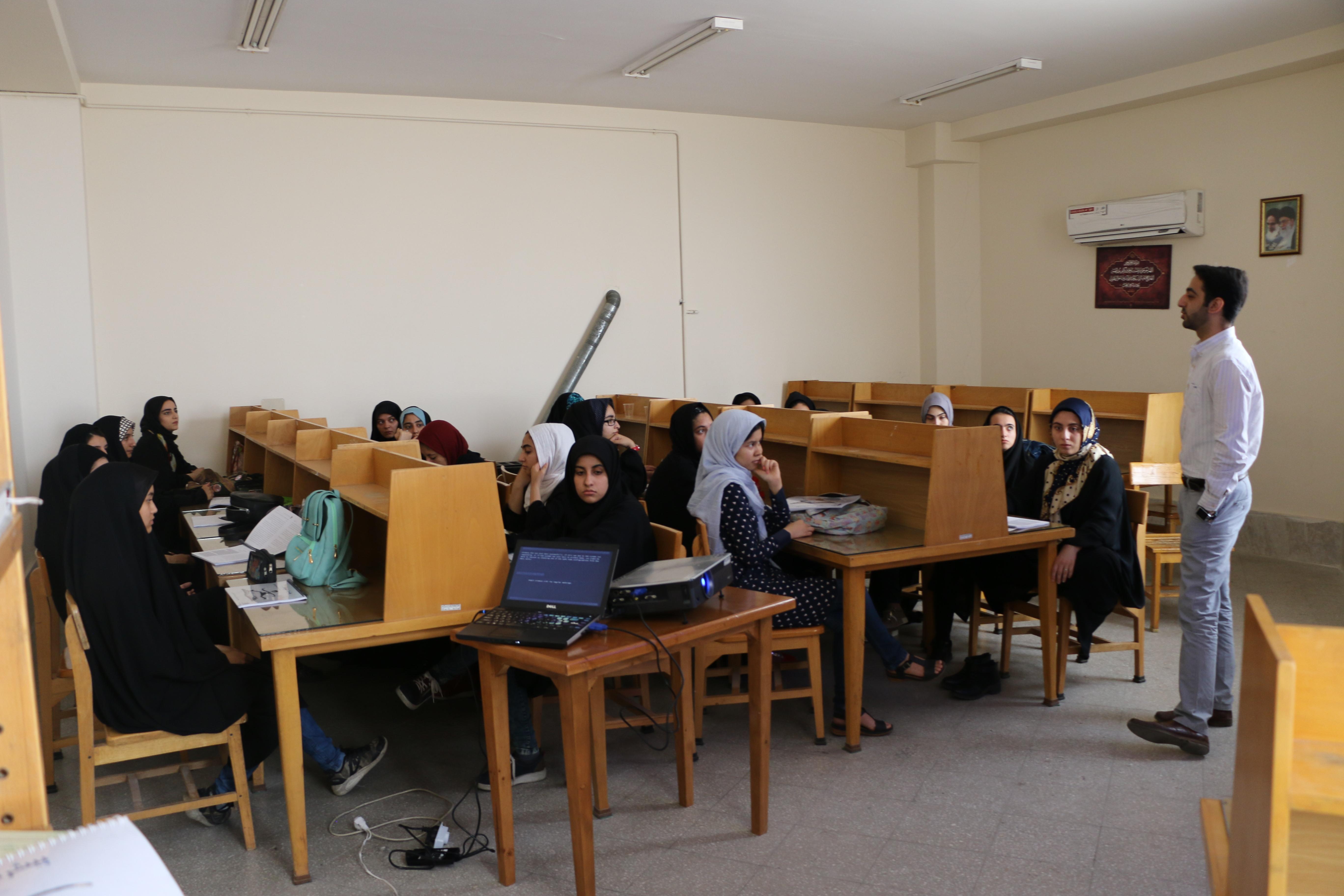 تندخوانی برای کنکوریها در کتابخانه امام صادق قم