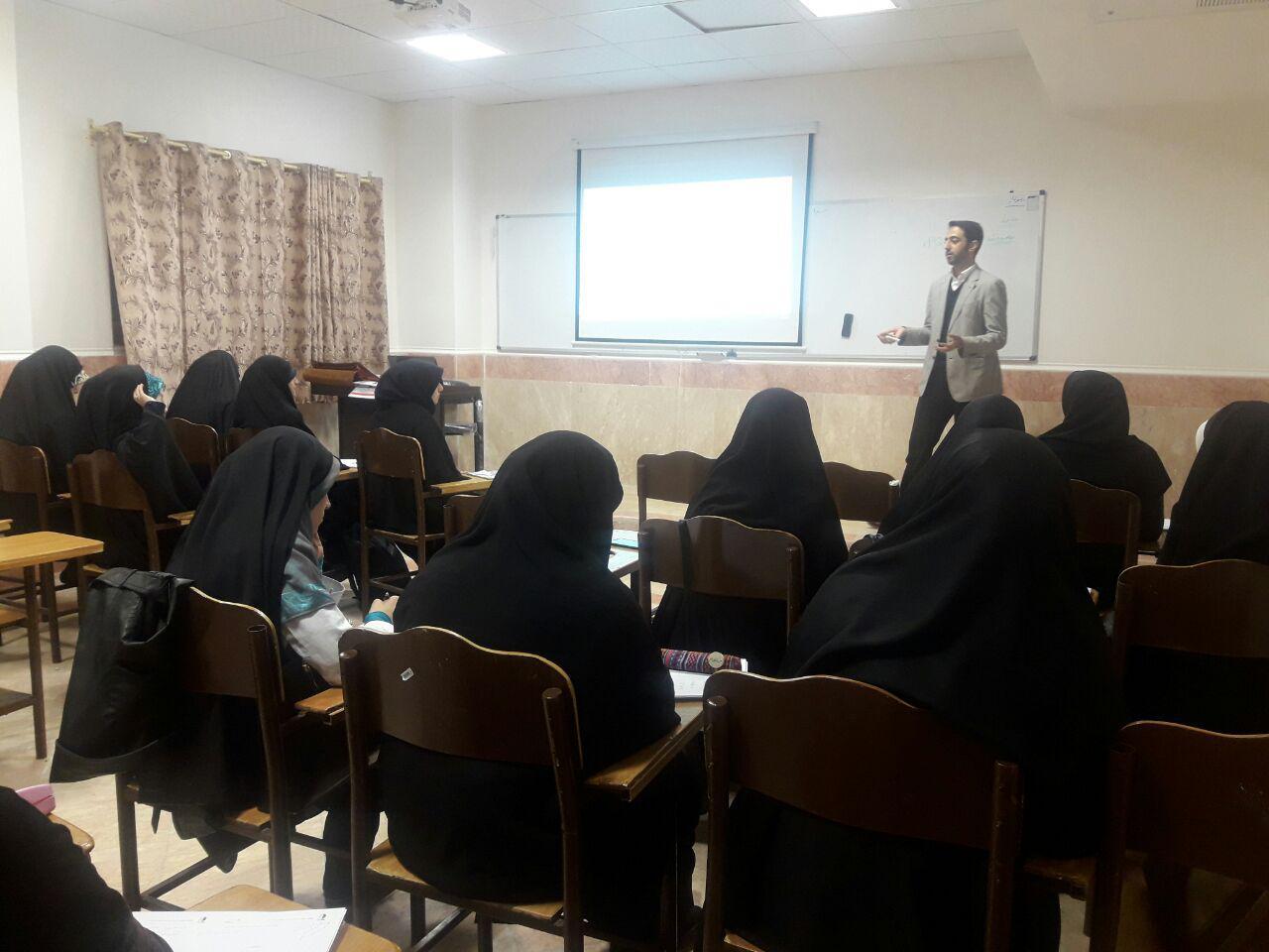 سیدمحمدحسینی در دانشگاه قم تندخوانی تدریس میکند