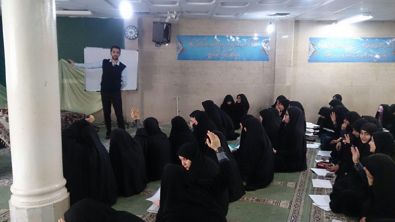 آموزش کتابخواری در دبیرستان نرگس تهران