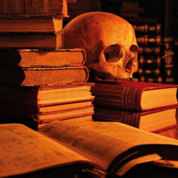 چرا کتاب خطرناک است؟